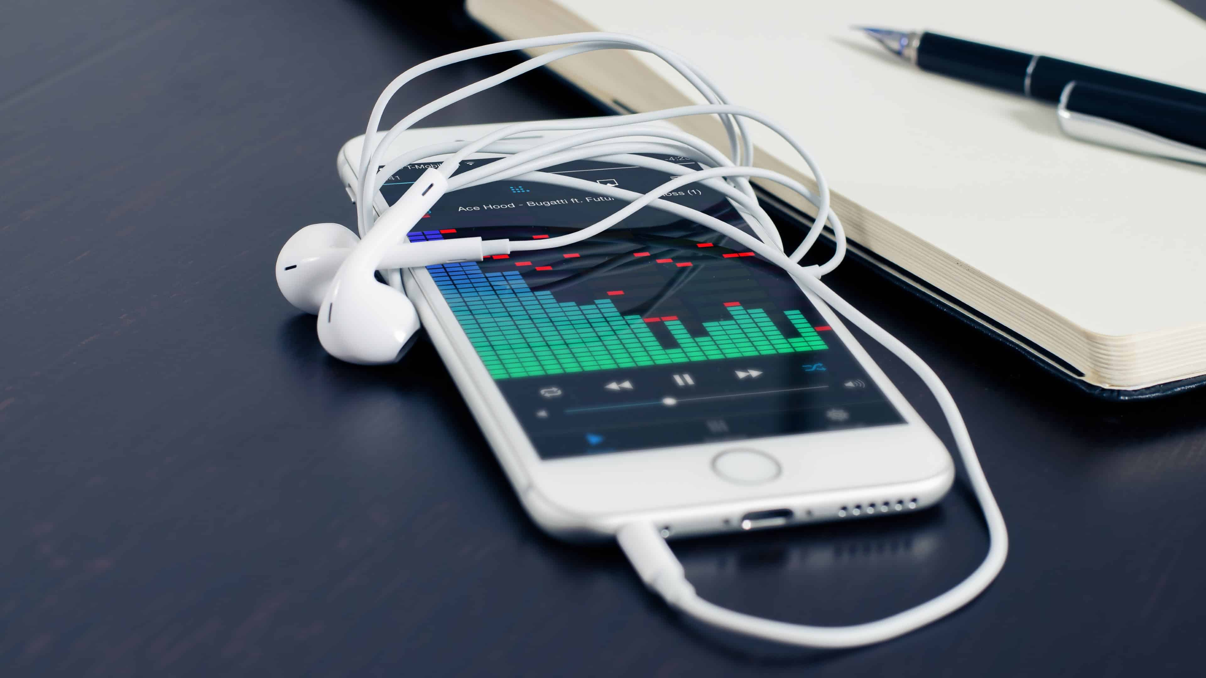 Iphone 6s Plus 4k Wallpaper: Apple IPhone 6S White And Heaphones UHD 4K Wallpaper