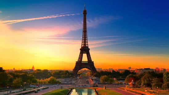 eiffel tower at sunset paris france uhd 4k wallpaper