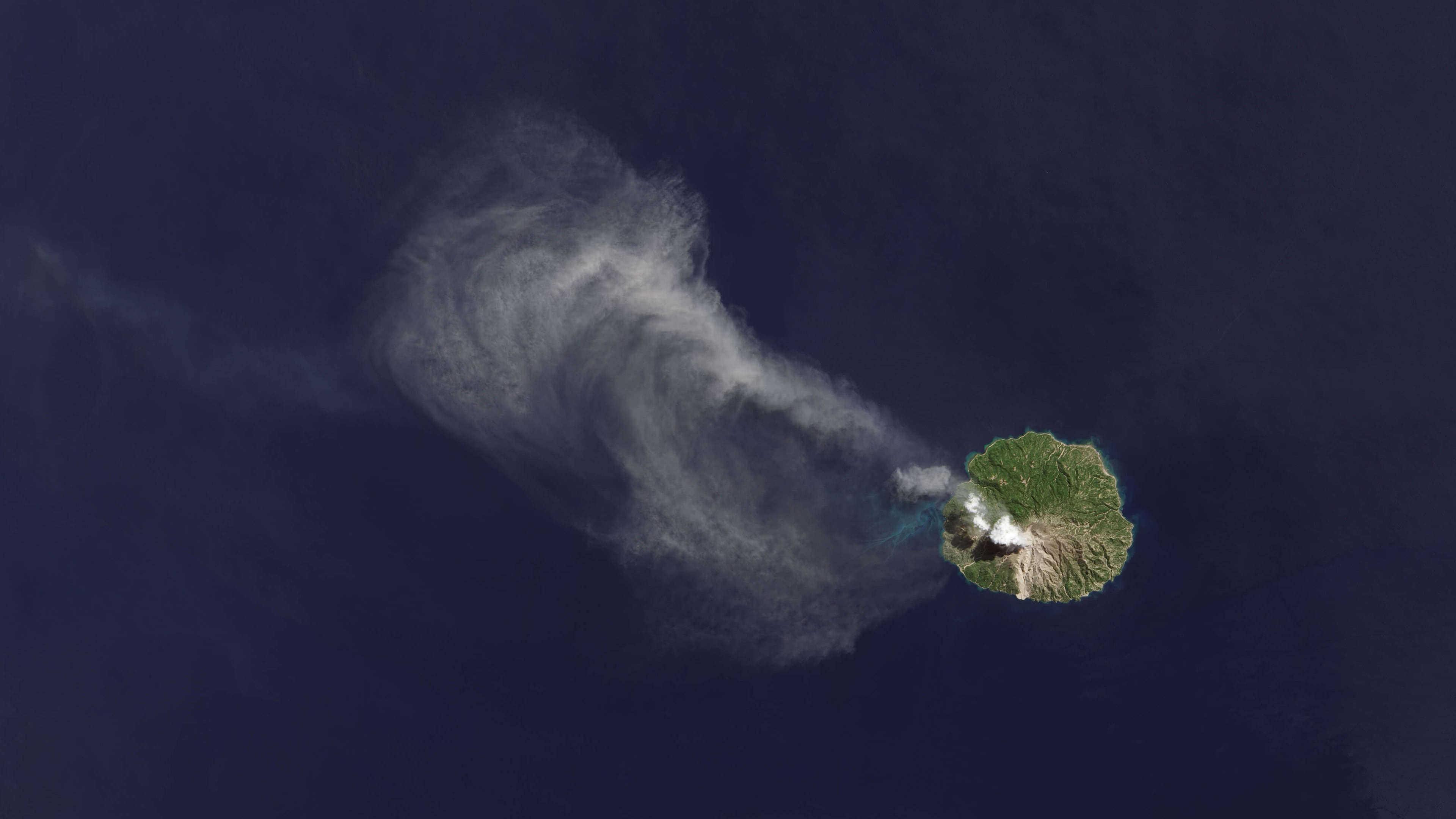 paluweh volcano palue indonesia uhd 4k wallpaper
