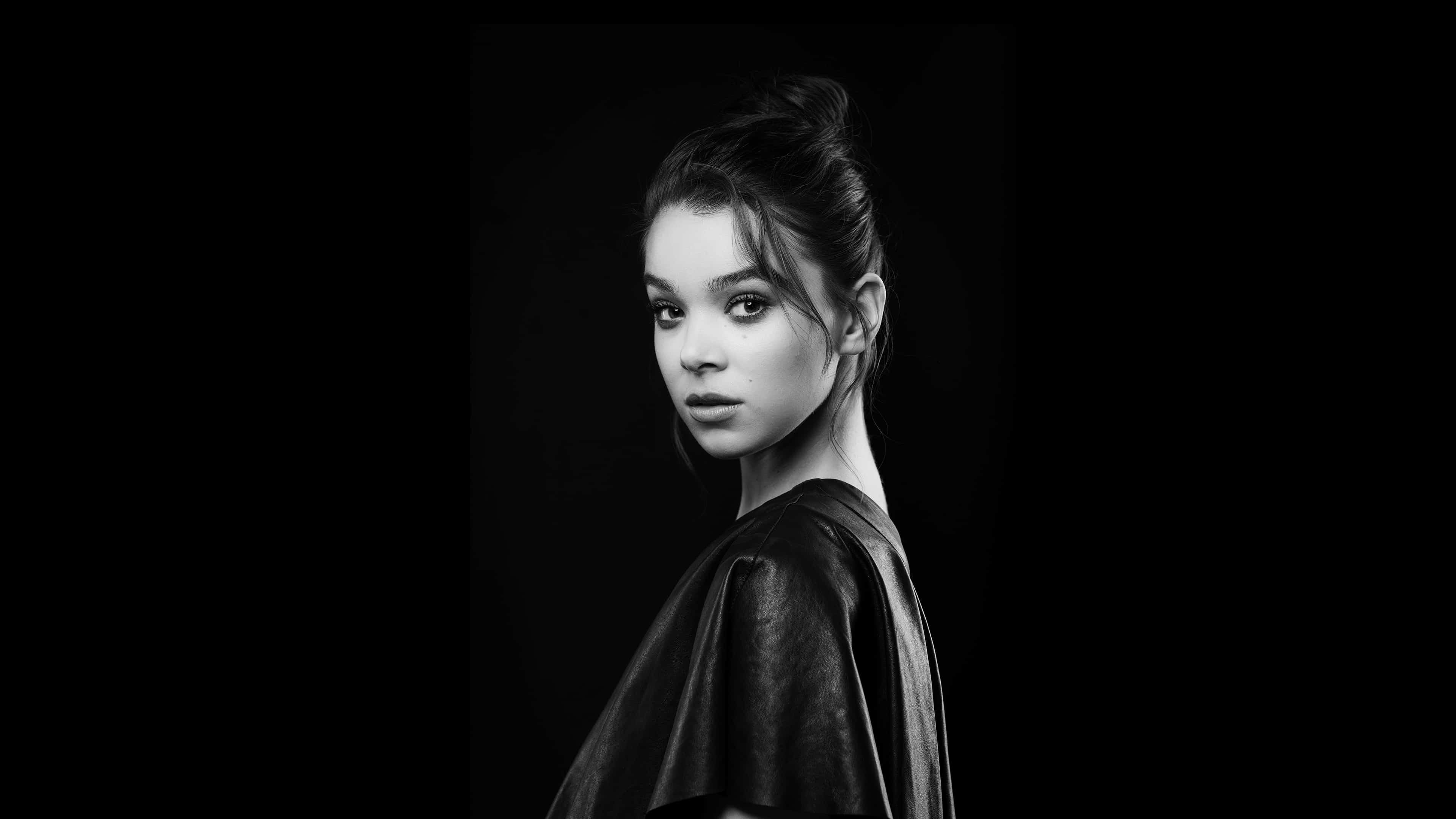 hailee steinfeld portrait uhd 4k wallpaper