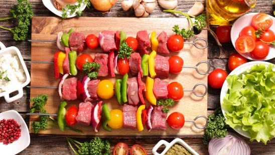 meat and vegetable bbq skewers uhd 4k wallpaper