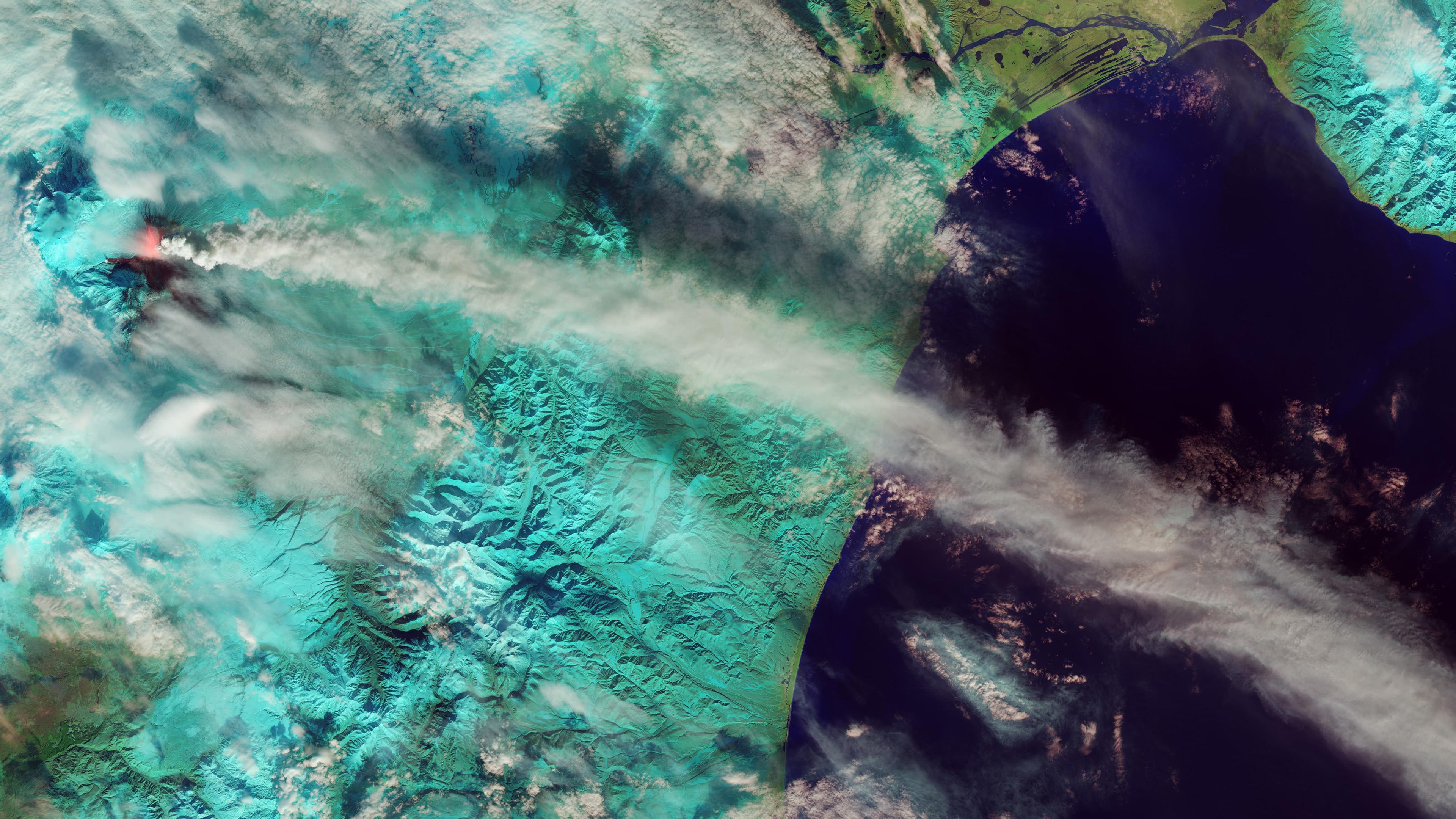 Klyuchevskaya Sopka Volcano Russia UHD 4K Wallpaper