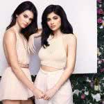 kendall jenner and kylie jenner photoshoot wqhd 1440p wallpaper